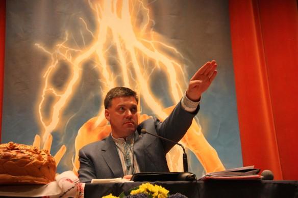 Oleg Tiagnibok prettant serment au lendemain du coup d'état